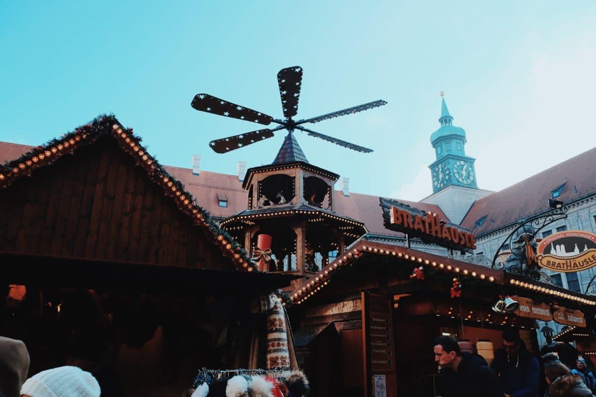bce48a224b5 Marchés de Noël à Munich   le Château de Neuschwanstein - JOOWBAR ...