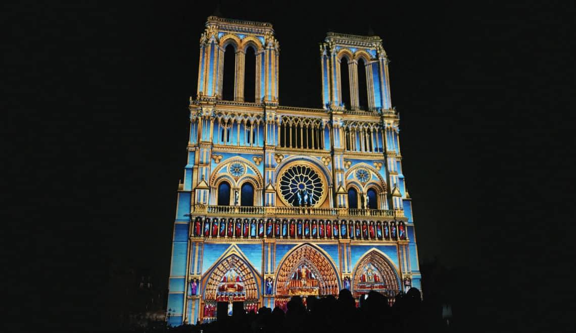 Dame de Coeur : Notre Dame de Paris s'illumine